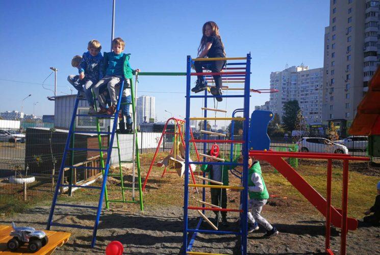 Дитячий майданчик на території садка